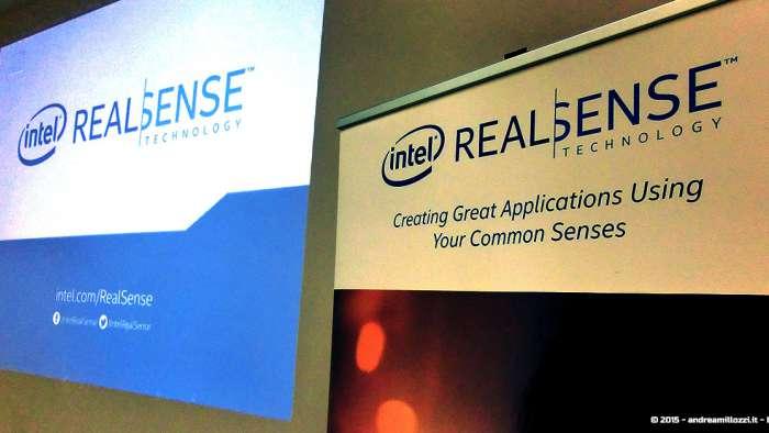 Andrea Millozzi blog - Intel® RealSense™ 3D Hands-on Lab Roma 2015: la tecnologia del futuro è a portata di webcam - proiettore