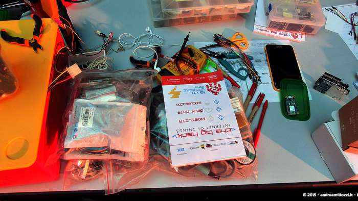 Andrea Millozzi blog - Hackathon: The Big Hack, Maker Faire Roma 2015 - componenti