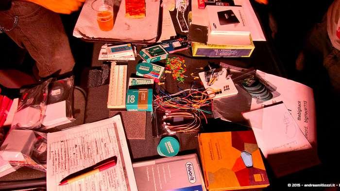 Andrea Millozzi blog - Hackathon: The Big Hack, Maker Faire Roma 2015 - componenti