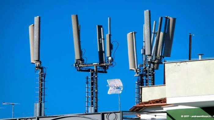 Andrea Millozzi blog | Elettromagnetismo e salute: guarda dove sono ubicate le antenne di telefonia nel tuo comune ed impara a realizzare una mappa fai-da-te partendo dagli Open Data in formato testuale | antenne a meno di 100 mt dalla scuola - 1