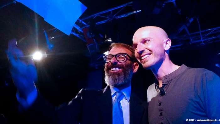 Andrea Millozzi blog | Officina Futuro: con Marco Montemagno negli studi di Repubblica TV per presentargli la mia MontyApp, gli sarà piaciuta? | selfie con Marco Montemagno
