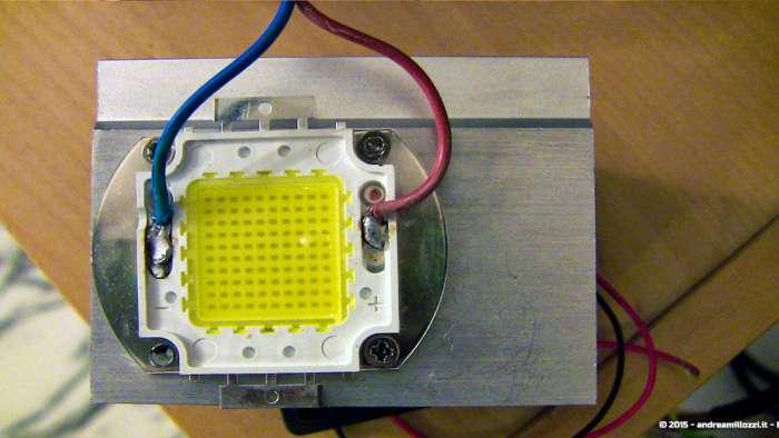Andrea Millozzi blog - Progetto: modding videoproiettore con lampada LED - il LED da 100 Watt preso dal faretto