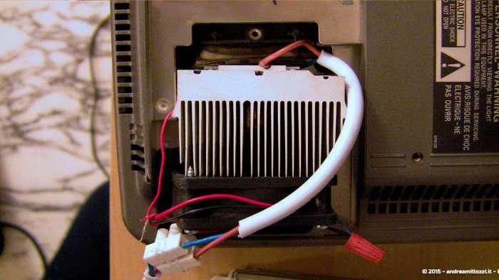 Andrea Millozzi blog - Progetto: modding videoproiettore con lampada LED - dettaglio del dissipatore e della ventola