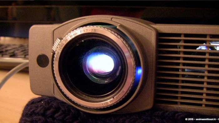 Andrea Millozzi blog - Progetto: modding videoproiettore con lampada LED - l'obiettivo del videoproiettore