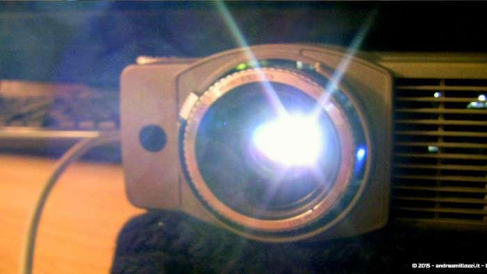 Andrea Millozzi blog - Progetto: modding videoproiettore con lampada LED - la luce che esce dall'obiettivo